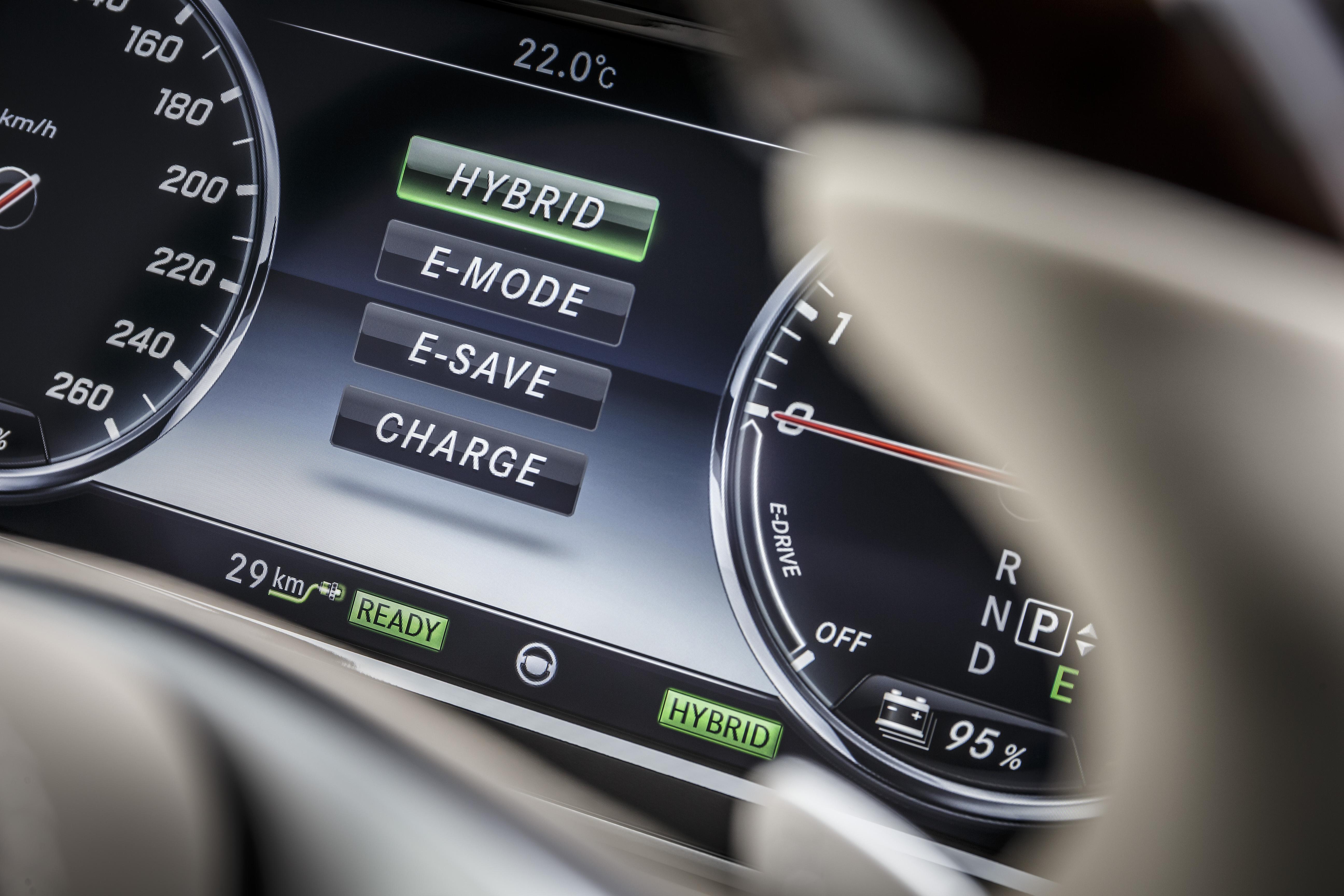 Bis zu 33km kann der S 500 Plug-In rein elektrisch zurücklegen