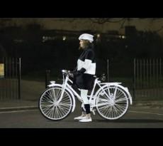 Volvo Life Paint soll Radfahren in der Dunkelheit sicherer machen