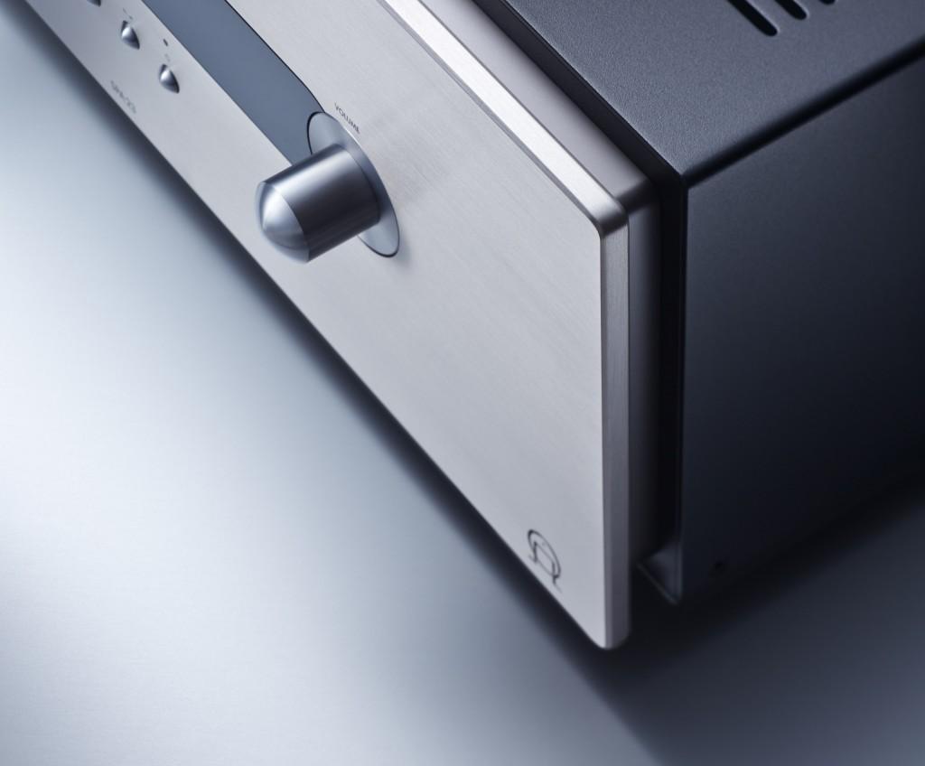 """Liebe zum Detail: Die """"schwebende"""" Frontplatte verleiht den Komponenten optische Leichtigkeit"""