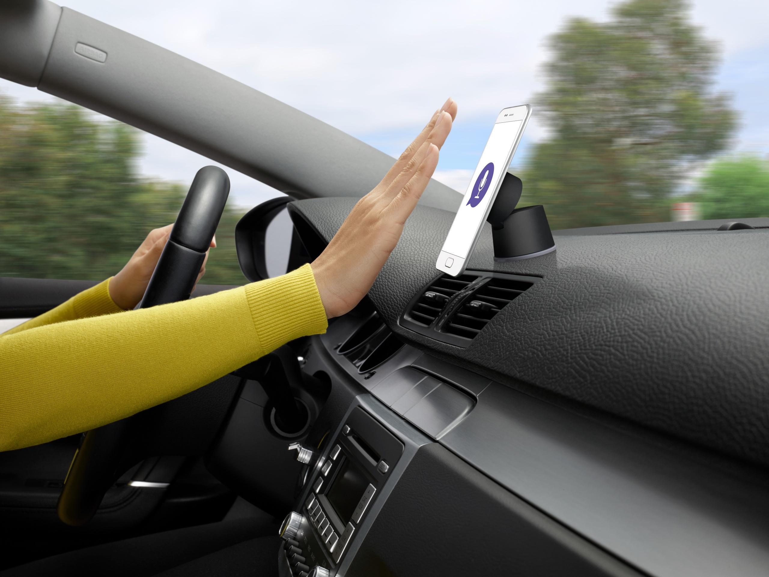 Logitechs Logi ZeroTouch ermöglicht Kommunikation im Auto ohne Risiko