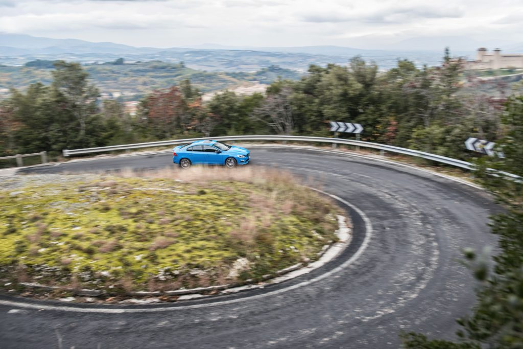 Kurven liebt der S60 Polestar - Autobahn kann er aber auch, sogar sehr gut