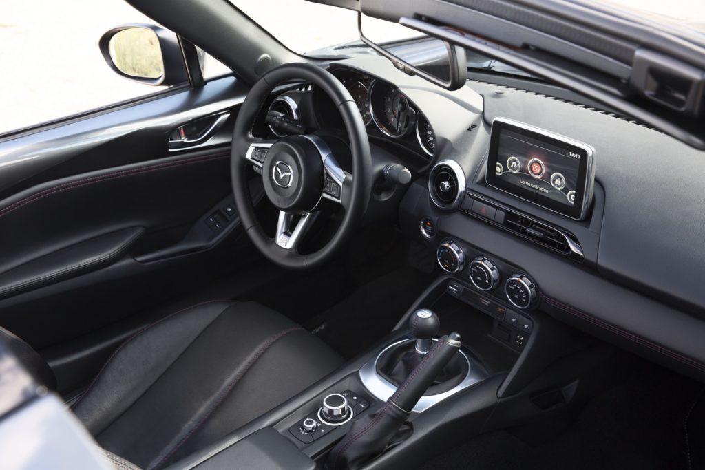 Alles in Griffweite: Der MX5 RF ist ein Fahrer-Auto