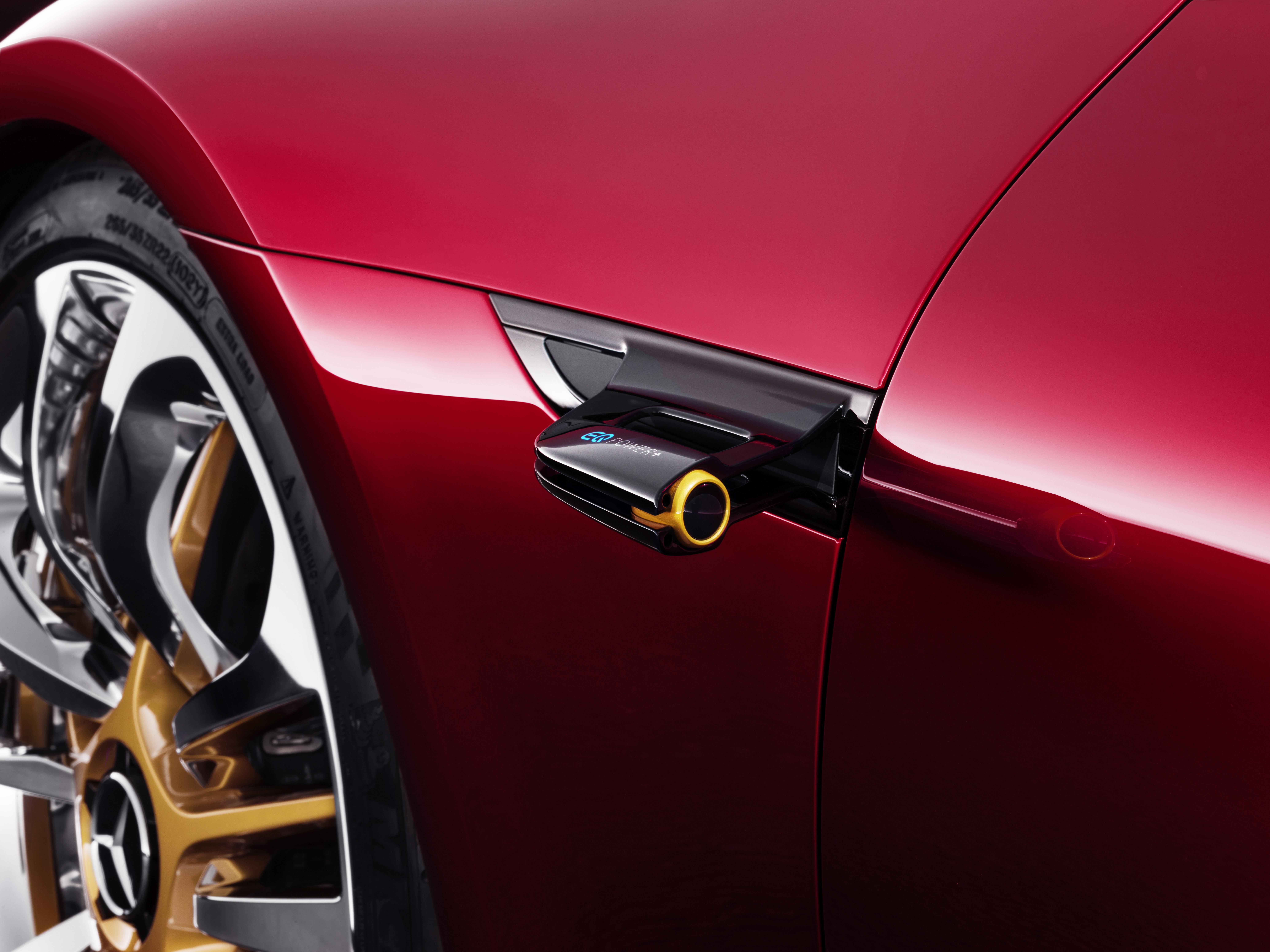EQ Power + weist auf die Hybridtechnik im AMG GT Concept hin