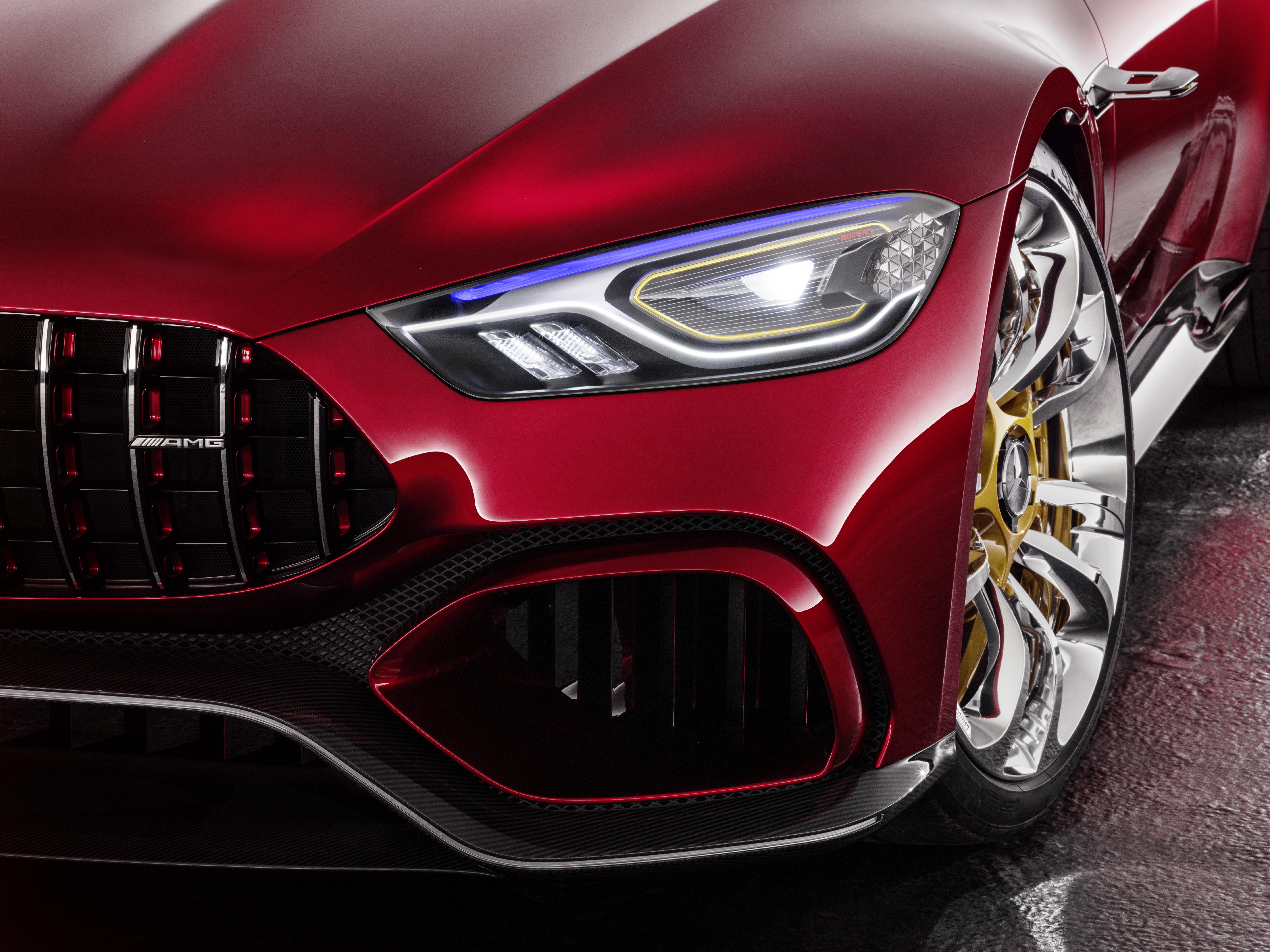 Hightech-Licht an der Front im AMG GT Concept