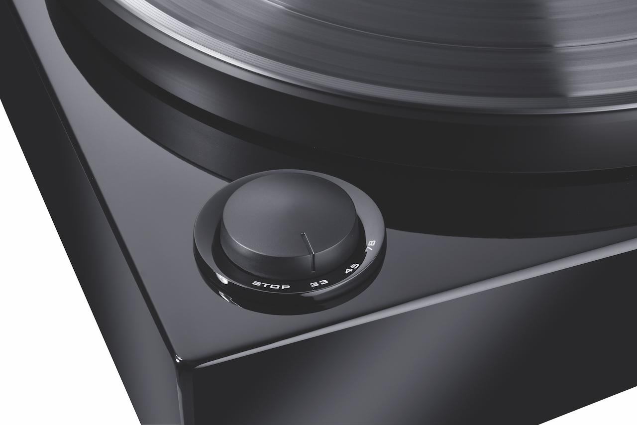Neben 33 und 45 Umdrehungen kann der Magnat MTT 990 auch Schellackplatte mit 78 Touren abspielen, den richtigen Tonabnehmer vorausgesetzt